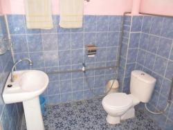 YellowHouse_Toilet